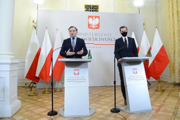 Svobodu slova na sociálních sítích má chránit nový polský zákon