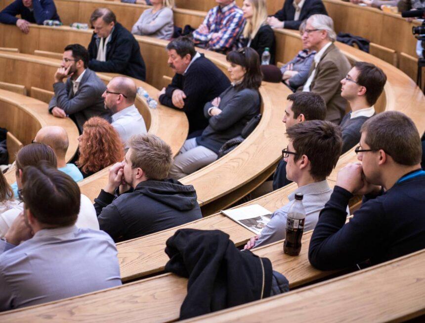 Přijďte na náš seminář v Poslanecké sněmovně a debatu s poslanci